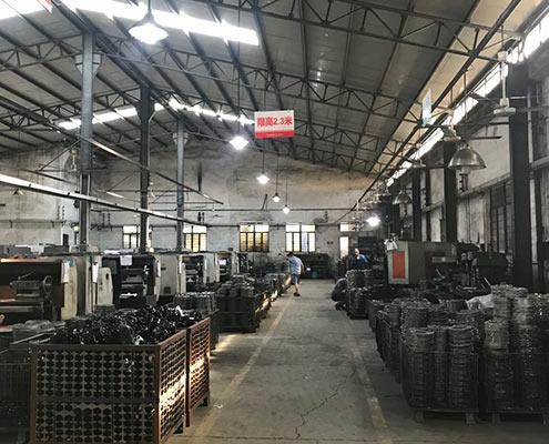 iron casting machining room
